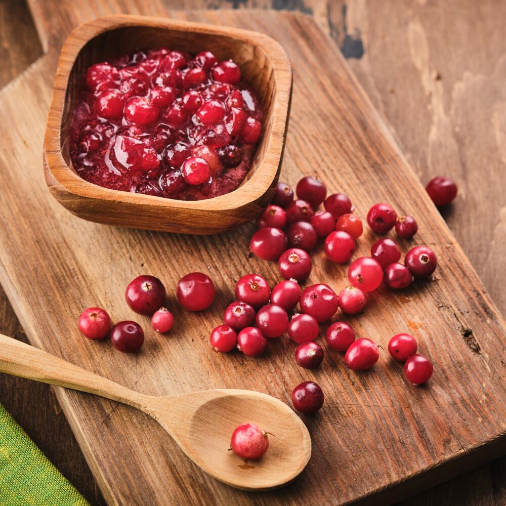 cranberry-jam-wooden-bowl